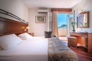 Ένα ή περισσότερα κρεβάτια σε δωμάτιο στο Diana Hotel