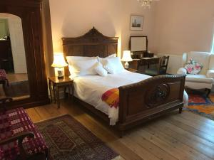 A bed or beds in a room at Brant House