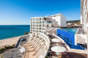 Vista de la piscina de Sesimbra Hotel & Spa o alrededores