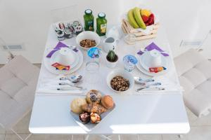 Breakfast options available to guests at Sorrento Stylish Rooms