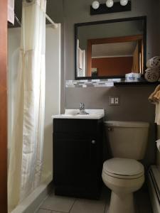 A bathroom at The Triangle Motel