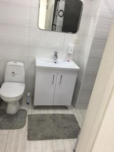 A bathroom at Cozy apartment at the center 2