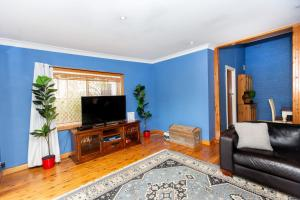 A television and/or entertainment center at Best Central House - SLEEPS 11 !!