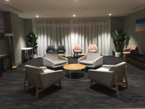 The lounge or bar area at Woodroffe Hotel