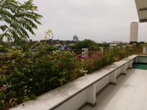 A balcony or terrace at Queens Park Apartments