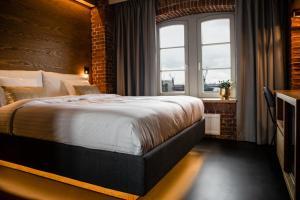 Een bed of bedden in een kamer bij GINN Hotel Hamburg Elbspeicher