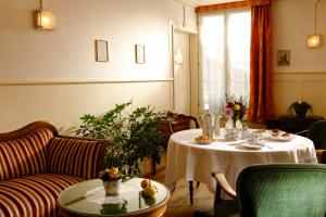 A restaurant or other place to eat at Baeren Hotel, The Bear Inn