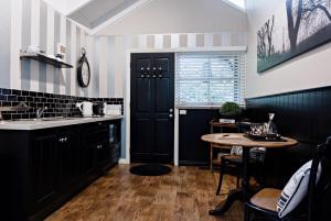 A kitchen or kitchenette at Belle Le Vie