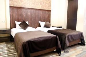 Кровать или кровати в номере Маленький Париж