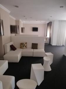 A seating area at Hotel Costa de Prata 2 & Spa