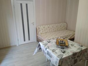 "A bed or beds in a room at Апартаменты с кухней ""Панаётик"""