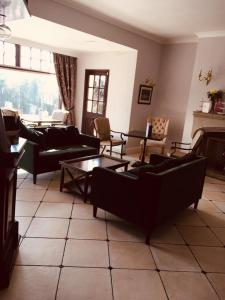 A seating area at Brass Castle Country House Accommodation
