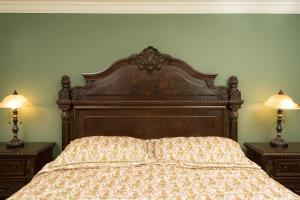 A bed or beds in a room at Jonathan Pitney House