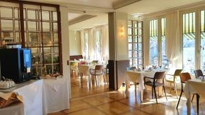 Ein Restaurant oder anderes Speiselokal in der Unterkunft Hotel Walter Au Lac