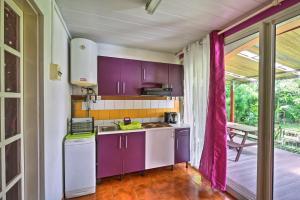 A kitchen or kitchenette at Lockaze