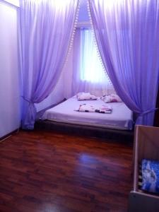 Кровать или кровати в номере Apartment on Plehanova