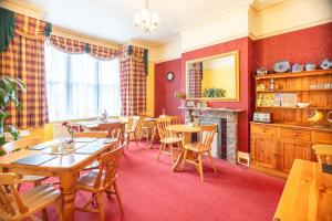 A restaurant or other place to eat at Langton House