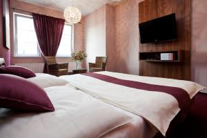 A bed or beds in a room at Sareza hotel