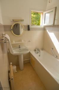 A bathroom at Association Villa Saint Camille