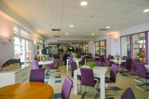 A restaurant or other place to eat at Association Villa Saint Camille