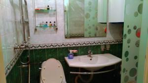 Um banheiro em Apartament on Mirzaaga Aliyev 138