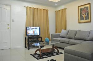 A seating area at Fe and Jun Condo Unit Rental