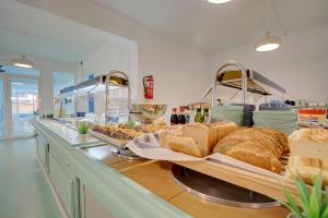 Breakfast options available to guests at Hotel Boogaloo - Adults Only