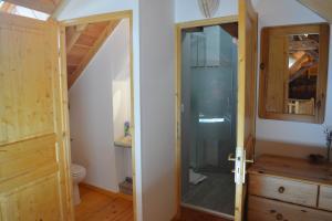 A bathroom at Coins Du Monde