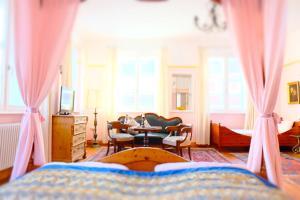 Ein Sitzbereich in der Unterkunft Hotel Maurerhansl