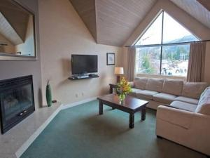 A television and/or entertainment center at Powder's Edge by Elevate Vacations