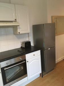A kitchen or kitchenette at North London Studio Apartment