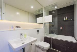 A bathroom at Alora Apartment in Sydney CBD - Darling Harbour