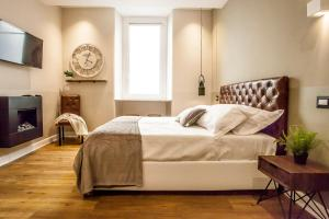 A bed or beds in a room at Le 5 Terre La Spezia