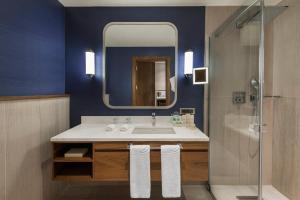 Ванная комната в Elite World Asia Hotel