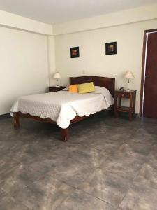 A bed or beds in a room at Hotel Presidente
