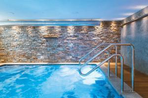 Der Swimmingpool an oder in der Nähe von Residence Hotel Miralago