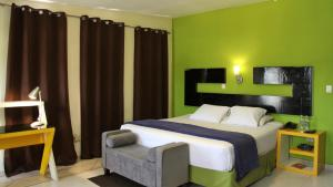 A bed or beds in a room at Villa del Angel Hotel