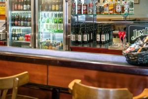 The lounge or bar area at Garden City Motor Inn