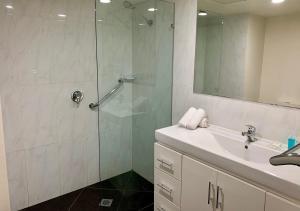 A bathroom at Outrigger Burleigh