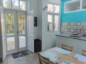 A kitchen or kitchenette at LemonTreeHouse, + garden, historical centre