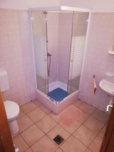 A bathroom at Rákóczi panzió