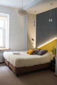 Кровать или кровати в номере Лофт на Садовой