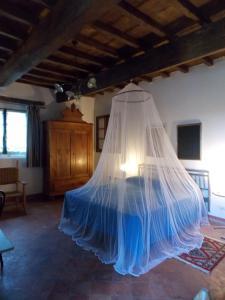 Letto o letti in una camera di Bed and Breakfast di Charme La Bonarella