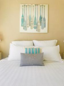 A bed or beds in a room at Cap View