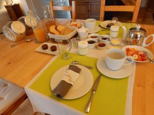 Options de petit-déjeuner proposées aux clients de l'établissement Balade Océane