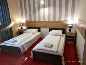 Łóżko lub łóżka w pokoju w obiekcie Hotelik Krakowiak