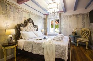 A bed or beds in a room at Plaza Marchi Old Town - MAG Quaint & Elegant Boutique Hotels