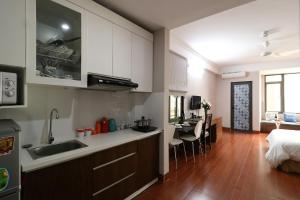 A kitchen or kitchenette at ISTAY Hotel Apartment 1
