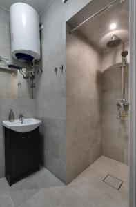 A bathroom at Apartamenty Old Town Bednarska