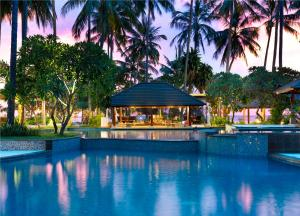 The swimming pool at or close to Holiday Resort Lombok